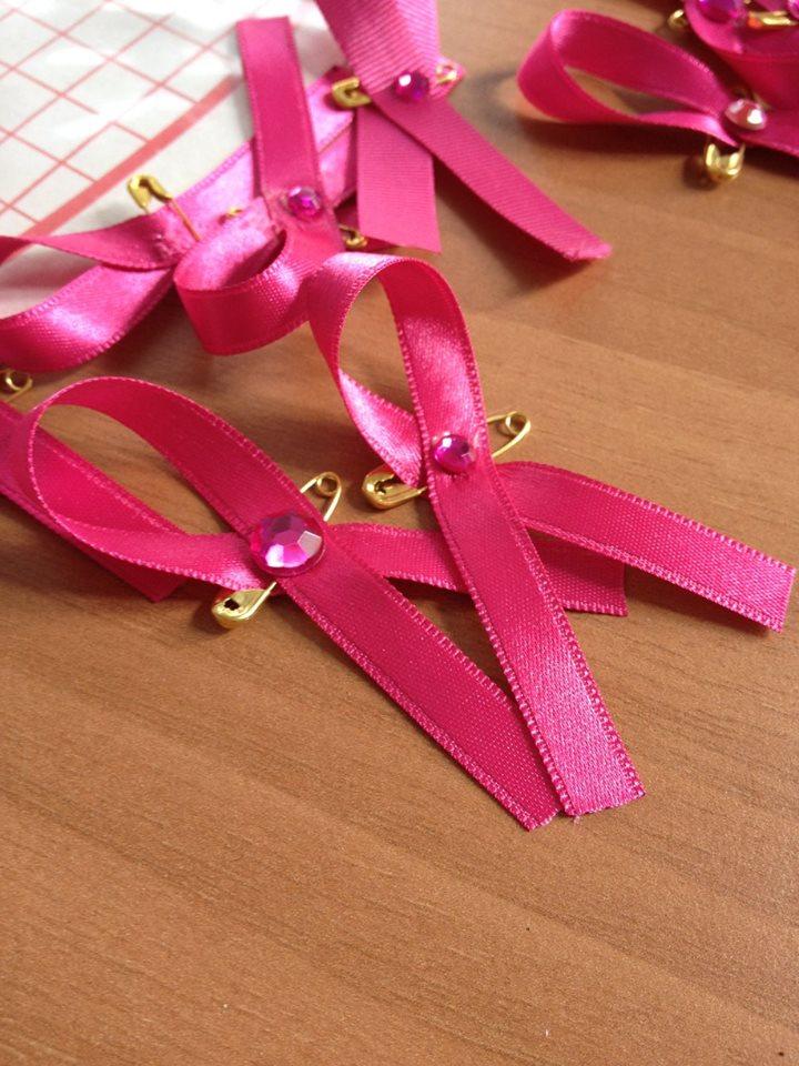 les rubans roses fabriqués au comité