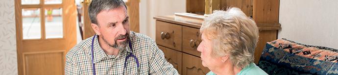 Vivre à domicile avec la maladie, une affaire de soutiens