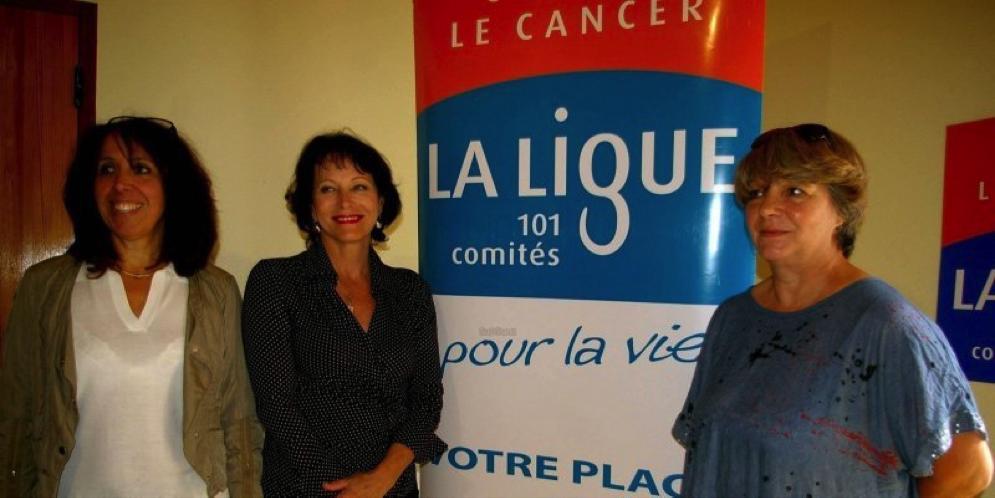 Véronique Boulin, directrice du CCAS, Martine Calzavara, adjointe chargée du social à Marmande, et Calixte, bénévole, ont inauguré vendredi la nouvelle permanence de la Ligue contre le cancer.